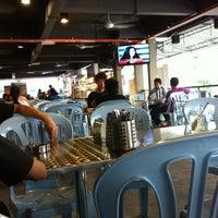 Photo taken at 33 Food Court Bukit Bintang (Medan Selera) by rKpeot on 3/6/2013