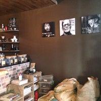รูปภาพถ่ายที่ Overdose Coffee 3rd Wave Coffee Shop & Roastery โดย Ayse D. เมื่อ 5/20/2016
