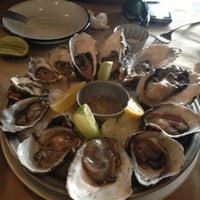 Photo taken at La Docena Oyster Bar & Grill by Fabiola on 12/11/2012