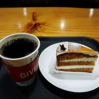Photo taken at Starbucks by 터너스님 L. on 11/16/2017