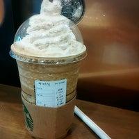 Photo taken at Starbucks by 터너스님 L. on 1/29/2017