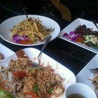 Photo taken at Osha Thai Noodle Cafe by Heatheree on 8/4/2013