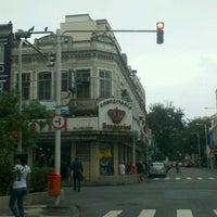 Photo taken at Confeitaria Imperial by Fabricio on 9/18/2013