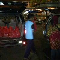 Photo taken at Pasar Kue Subuh by Bramantya Anindhita P. on 7/21/2014