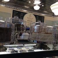 Foto tomada en Magnolia Bakery por Denisse B. el 11/28/2014