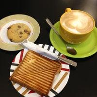 Снимок сделан в Coffee Bean пользователем Julia C. 1/29/2013