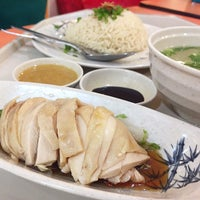 Photo taken at Mr. Chicken Rice by Simon 사. on 5/22/2015