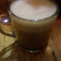 Foto tomada en Lorenzo / Café. Bar. por Ara V. el 2/23/2018