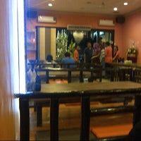Photo taken at Restoran sambel colek by Lynn on 11/21/2012