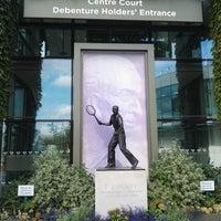 Das Foto wurde bei Wimbledon Lawn Tennis Museum von bur cu k. am 8/30/2018 aufgenommen