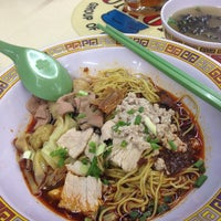 Photo taken at Hill Street Tai Hwa Pork Noodle by Katherine L. on 5/16/2013