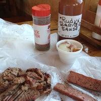 Foto tirada no(a) Rudy's Country Store & Bar-B-Q por Randel P. em 10/17/2012