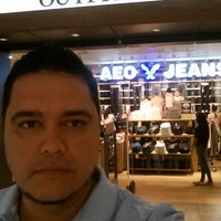 Photo taken at American Eagle Outfitters by Rafael G. on 8/15/2014