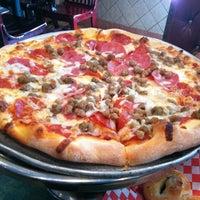 Das Foto wurde bei Tony's Pizza & Pasta von Gabriel am 9/22/2012 aufgenommen