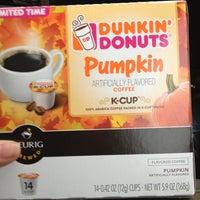 Foto diambil di Dunkin Donuts oleh Jaclyn pada 9/17/2012