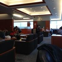 Photo taken at Japan Airlines Sakura Lounge by kei_ichi N. on 10/27/2012