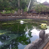 Photo taken at Pura Tirta Empul (Tirta Empul Temple) by Dedy A. on 11/3/2012