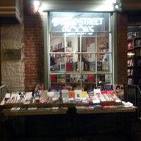 Foto tirada no(a) Bridge Street Books por Becky em 3/14/2013