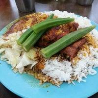 Photo taken at Restoran Raihan Nasi Kandar by Along on 10/9/2012