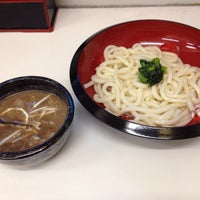 Photo taken at つけ鴨うどん 鴨錦 千代田店 by Hiroshi T. on 8/21/2013