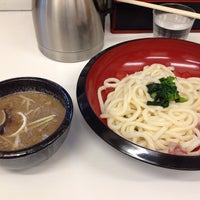 Photo taken at つけ鴨うどん 鴨錦 千代田店 by Hiroshi T. on 7/30/2013