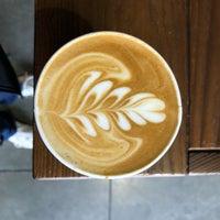 Das Foto wurde bei Blue Bottle Coffee Kiosk von Walter K. am 3/9/2018 aufgenommen