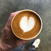 Photo prise au Blue Bottle Coffee Kiosk par Walter K. le10/10/2018