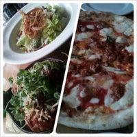 Foto tirada no(a) Pizzeria Defina por Jasper I. em 6/2/2013