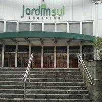 Foto tirada no(a) Shopping Jardim Sul por Renato F. em 9/20/2012