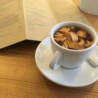 Снимок сделан в Schöndorf Bio Cafe пользователем Samara W. 11/7/2016