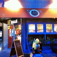 Снимок сделан в Dizzy's Diner пользователем Luis C. 8/13/2011