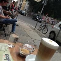 Das Foto wurde bei Café Lois von Svetlana am 6/24/2013 aufgenommen