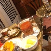 รูปภาพถ่ายที่ Naguib Mahfouz Cafe โดย HOPE🌺 เมื่อ 10/7/2018