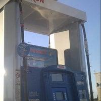 Снимок сделан в Exxon пользователем Ed Q. 11/2/2012