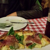 Photo taken at Artezannale Pizzeria by Luana A. on 9/19/2015