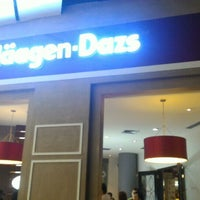 Photo taken at Haagen-Dazs by Dika R. on 11/2/2015