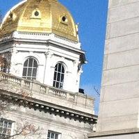 Foto tirada no(a) New Hampshire State House por Maureen em 11/5/2012