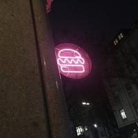 Das Foto wurde bei Otto's Burger von Young Hyo S. am 11/8/2017 aufgenommen