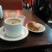 Foto tomada en Tienda de Café por Carlos G. el 10/21/2012