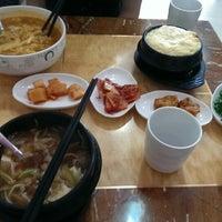 Photo taken at 庄园韩国美食 장원 by Yimian W. on 8/5/2014