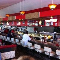 6/16/2013 tarihinde David N.ziyaretçi tarafından Pann's Restaurant & Coffee Shop'de çekilen fotoğraf