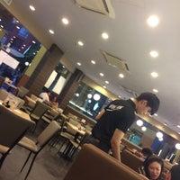 Photo taken at Wong Kok Char Chan Teng 旺角茶餐厅 by GZ👣 on 4/13/2017