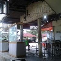 Photo taken at Rumah Makan Bate Iliek by Zakie A. on 5/22/2013