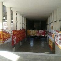 10/23/2013 tarihinde Orhan Oğuz D.ziyaretçi tarafından İTÜ Yabancı Diller Yüksekokulu'de çekilen fotoğraf