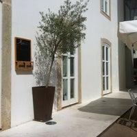 Foto tirada no(a) Vila de Oeiras por Joana S. em 9/29/2012