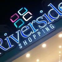 Foto tirada no(a) Shopping Riverside por Mario M. em 7/24/2013