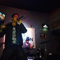 Photo taken at Hudson Bar by Viridiana on 2/9/2014