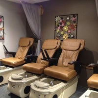Foto tirada no(a) Heavenly Nails & Spa por Phu N. em 1/25/2013