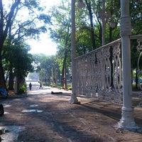 Foto tomada en Parque Morelos por Juliet H. el 5/27/2013