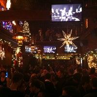 Foto scattata a JR's Bar & Grill da Miguel A. il 12/25/2012